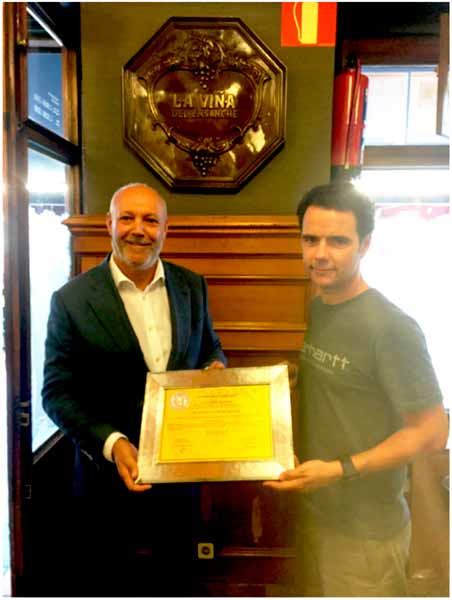 El restaurante La Viña del Ensanche recibe el certificado El Brillante de la Higiene