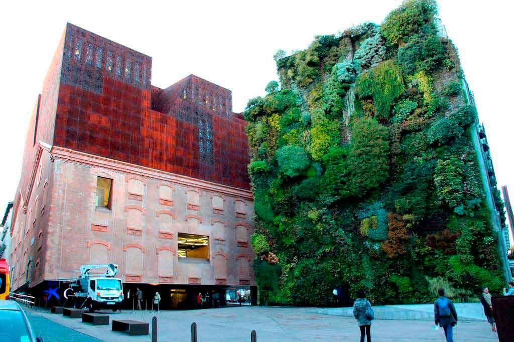 Salud Ambiental-Jardin vertical Caixa Forum